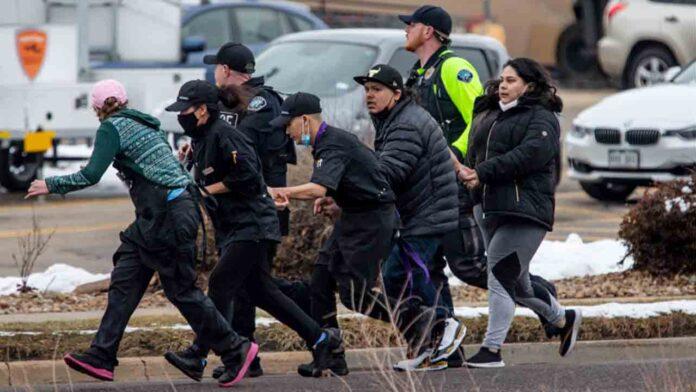 10 muertos en un tiroteo en un supermercado de Colorado