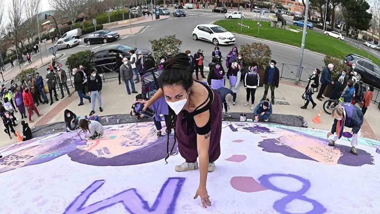 Atacan una réplica del mural feminista de Madrid que querían borrar