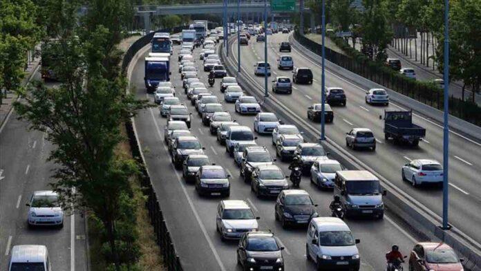 Casi un millón de vehículos salen de Barcelona para el puente