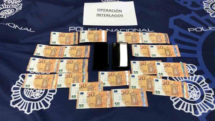 Cuatro detenidos por introducir dólares y euros falsos