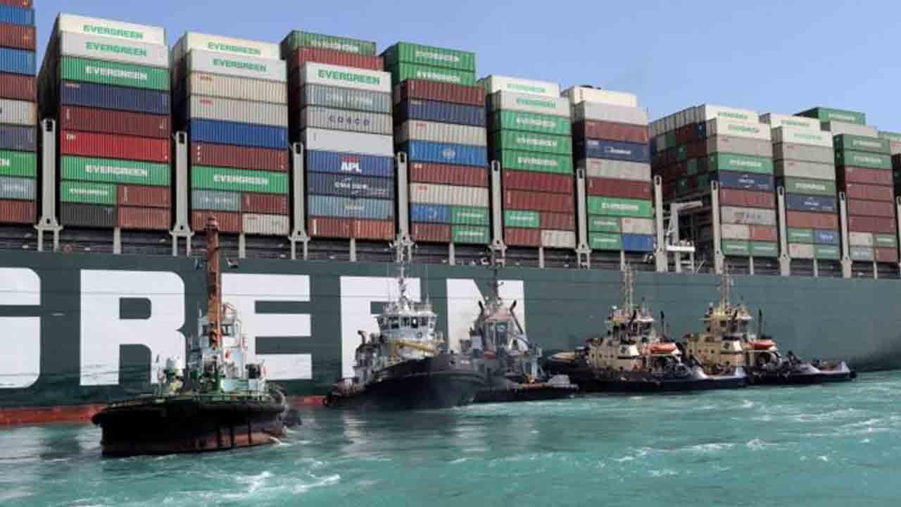 El buque Ever Given sigue bloqueando el Canal de Suez