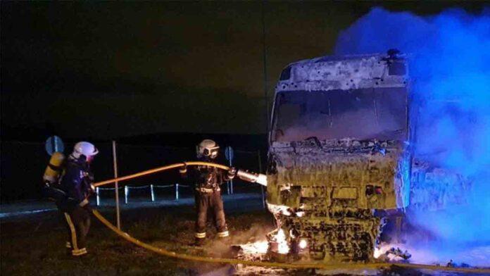 Fallece un camionero en Navarra al incendiarse su camión