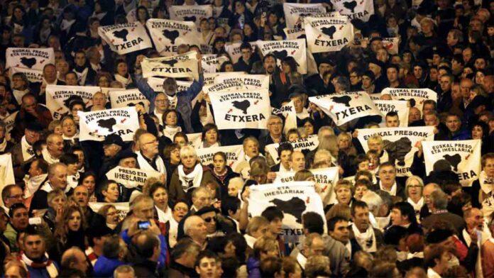 Instituciones Penitenciarias acerca cinco presos vascos a Euskadi