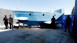 Intervienen una embarcacion semi sumergible preparada para el trafico de drogas 1