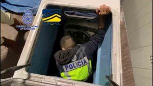 Intervienen una embarcacion semi sumergible preparada para el trafico de drogas 2