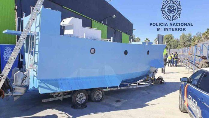 Intervienen una embarcación semi sumergible preparada para el tráfico de drogas