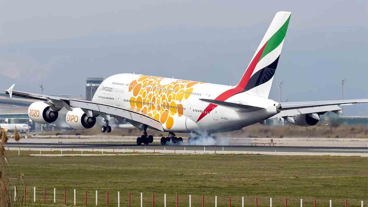 Regreso del Airbus A380 de Emirates a Barcelona