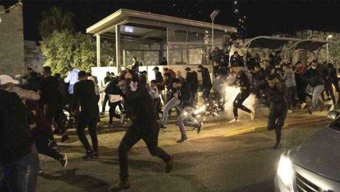 300 israelíes de extrema derecha marchan por Jerusalén cantando 'Muerte a los árabes'