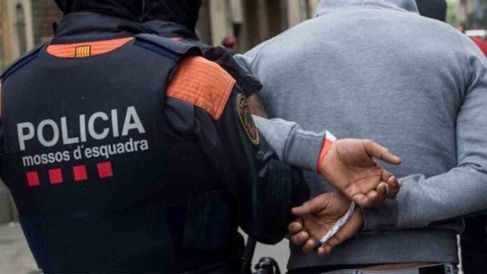 4 detenidos en Reus por estafar a 180 clientes de un banco a través de reintegros