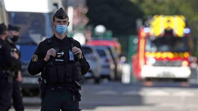 Ataque con cuchillo a una policía en París