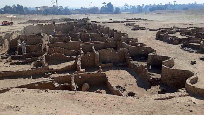 Descubierta una ciudad perdida en Egipto de 3.000 años de antigüedad