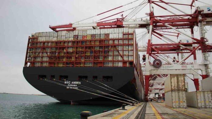 El primer barco afectado por el bloqueo del Canal de Suez llega a Barcelona