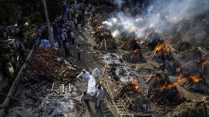200.000 muertos por Covid en India, incendio de un hospital y un terremoto