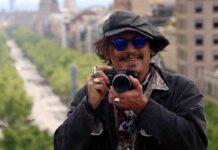 Johnny Depp bromea con quedarse para siempre en Barcelona
