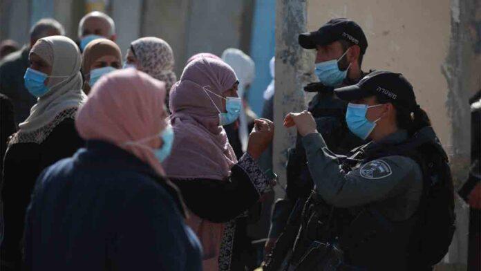 La policía israelí impide la entrada de los palestinos en Jerusalén