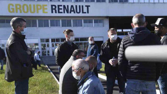 Los trabajadores de una fábrica de Renault en Francia, retienen a siete directivos