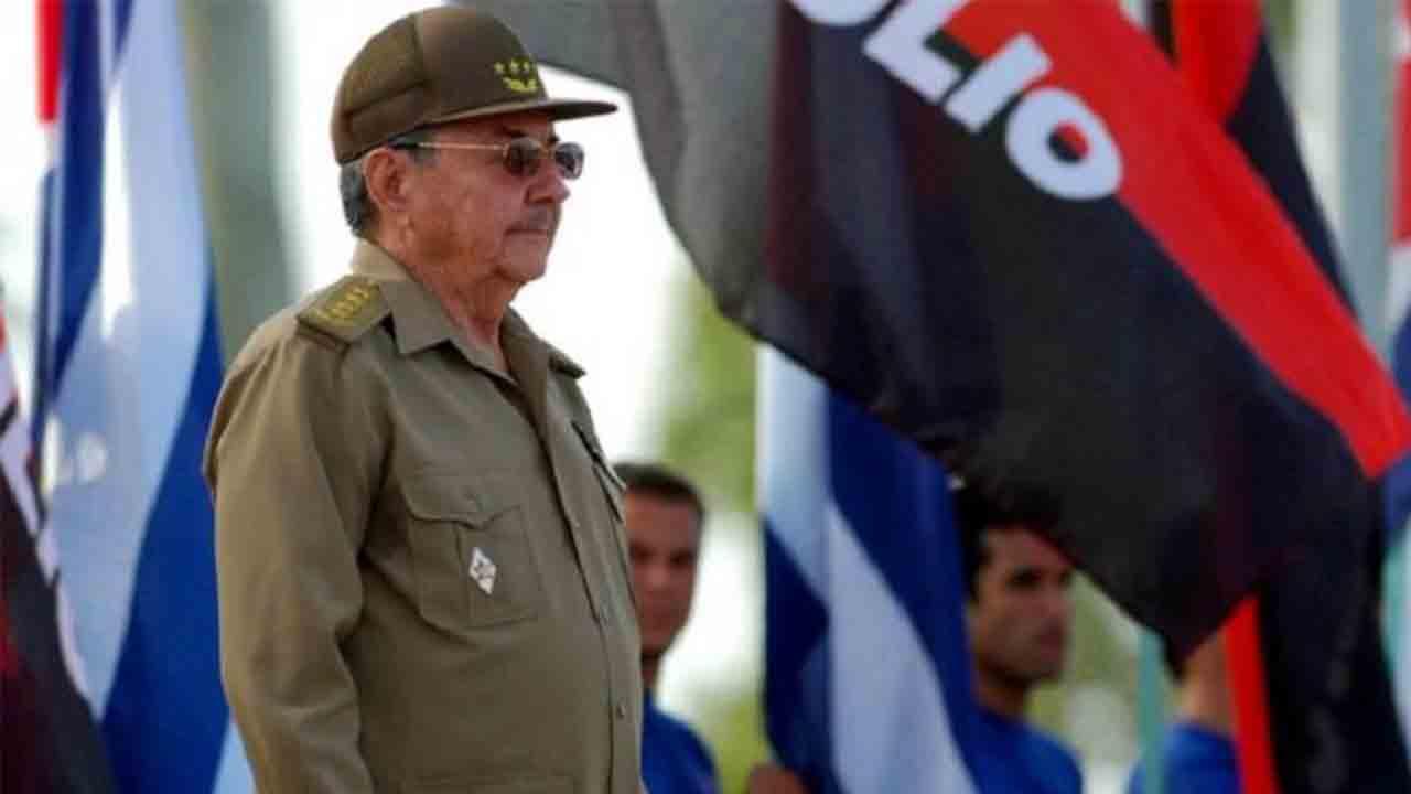 Raúl Castro se retira. 'Patria y Vida'