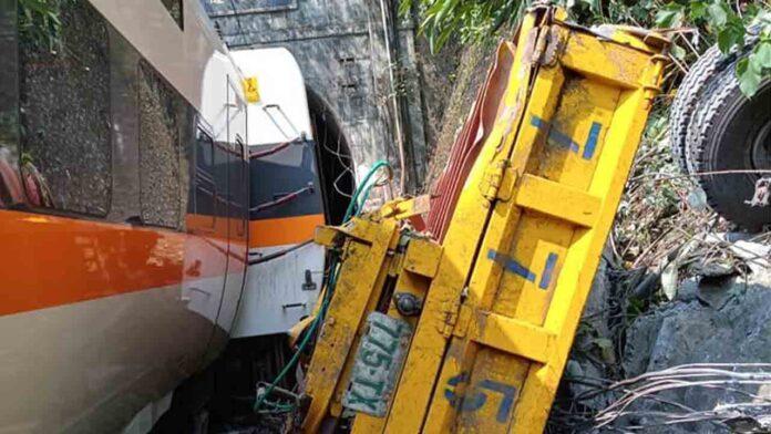 Un accidente de tren en Taiwan deja 34 muertos y decenas de heridos