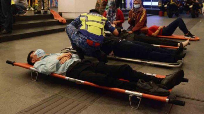 Al menos 213 heridos al chocar dos trenes en Kuala Lumpur