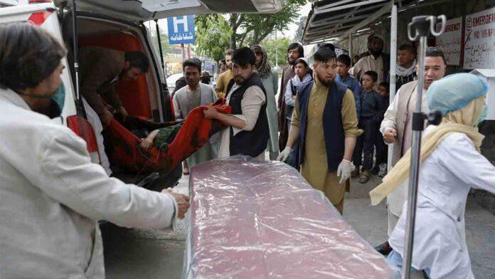 Atentado en una escuela de niñas de Afganistán con al menos 50 muertos