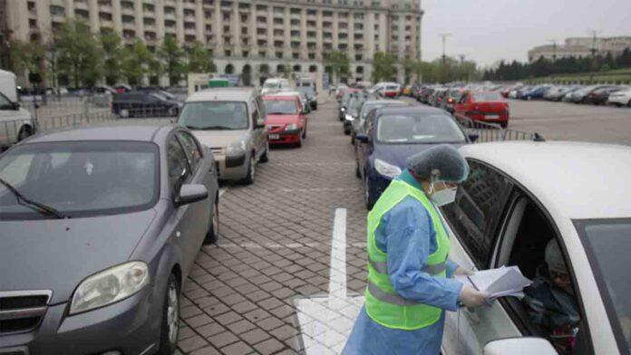 Bucarest instala el primer centro de vacunación en coche