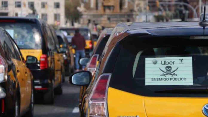 Uber lanza el precio cerrado para taxis en Barcelona y se quedan solos