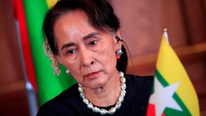 Aung San Suu Kyi será juzgada en Birmania acusada de falsos cargos