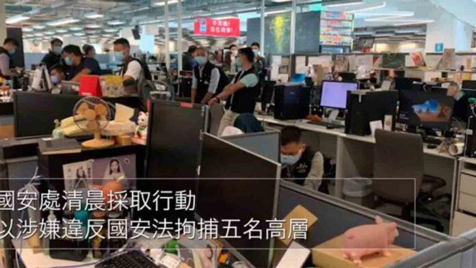 Detienen en el aeropuerto de Hong Kong el redactor jefe del 'Apple Daily'