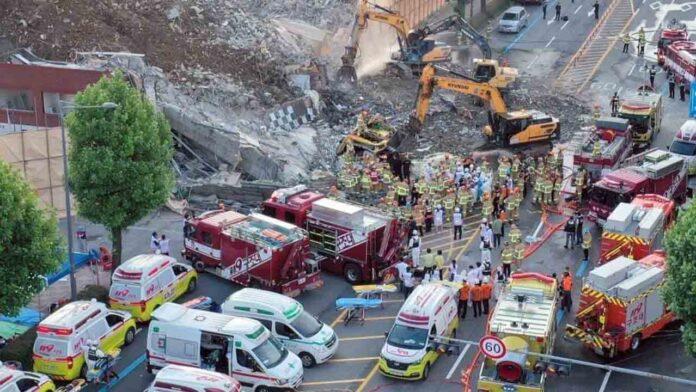 El derrumbe de un edificio sobre un autobús en Corea del Sur causa ocho muertos