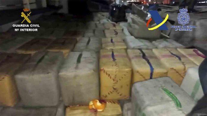 Interceptado un buque con 8.400 kilos de hachís en aguas de África Occidental