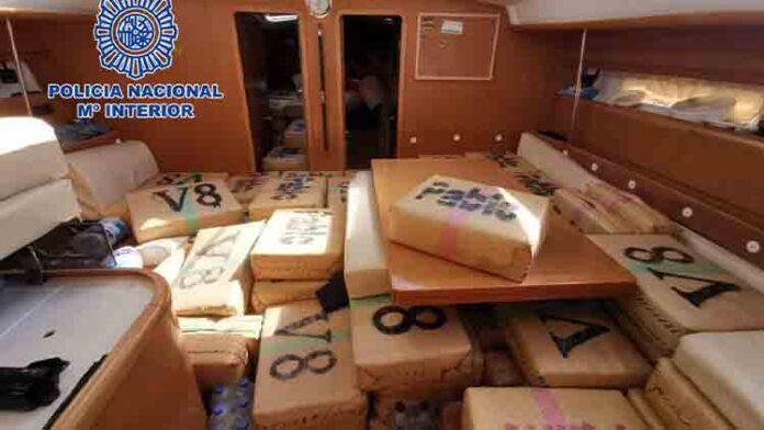 La policía interviene un velero cargado con seis toneladas de hachís