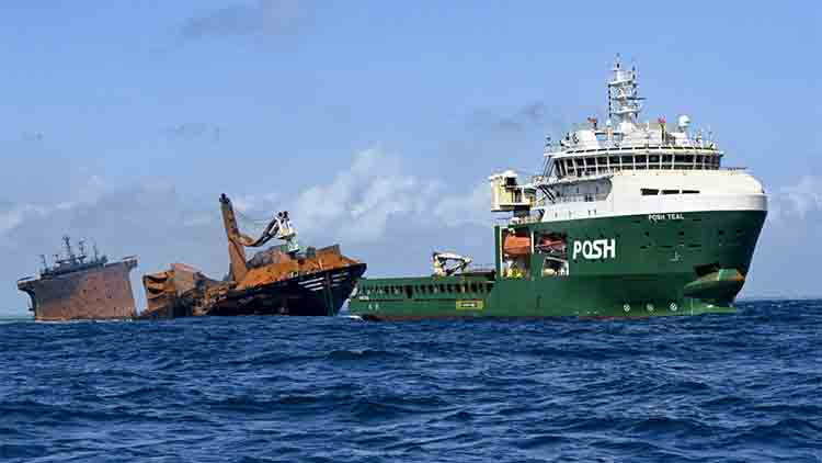 Sri Lanka se prepara para un derrame de petróleo a medida que se hunde un barco