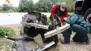 Atropello mortal: Cortan el coche en trozos y lo lanzan al rio para evitar ser descubiertos