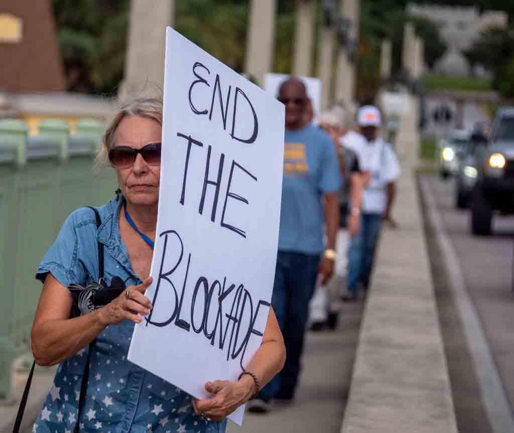 Miles de personas se manifiestan en Washington contra el bloqueo de Cuba