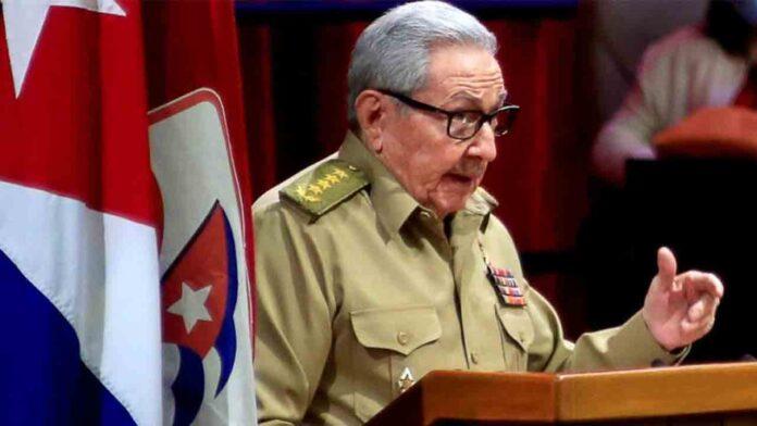 Raúl Castro participó en la reunión del Buró Político