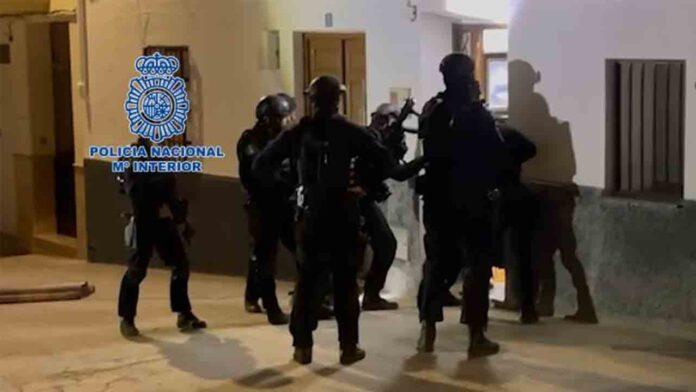Varios detenidos por extorsionar a usuarios de webs sexuales