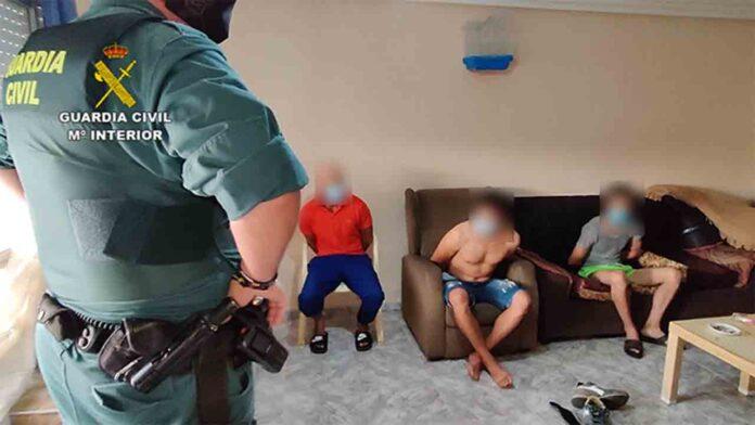 19 detenidos que llevaban inmigrantes de Argelia a Francia a través de España