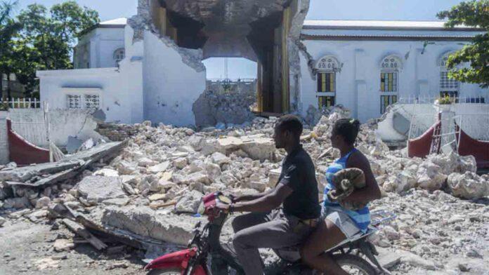 Ascienden a 1.300 muertos por el terremoto de Haití