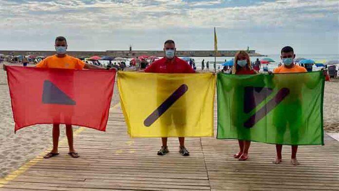 Banderas para personas daltónicas en las playas de Benicarló