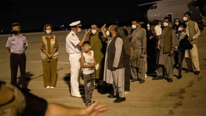 Dos aviones del ejército evacúan a 177 afganos en Kabul con destino Dubai