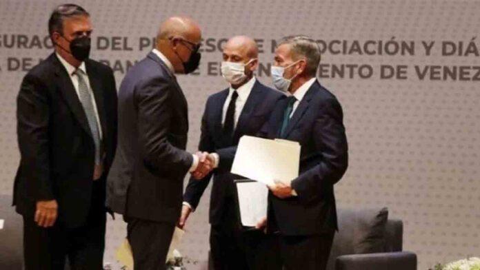 Gobierno de Venezuela y oposición inician conversaciones en México
