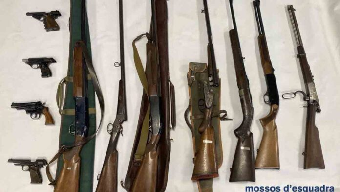 Intervenidas 11 armas de fuego a un hombre que amenazaba por carta a Pere Aragonès