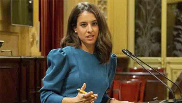 La diputada de Podemos, Gloria Santiago, denuncia a un acosador