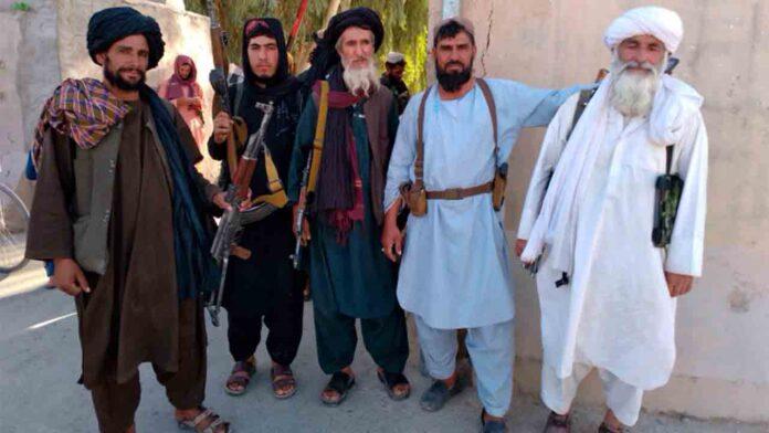 Los talibanes se apoderan de la octava capital afgana en cinco días