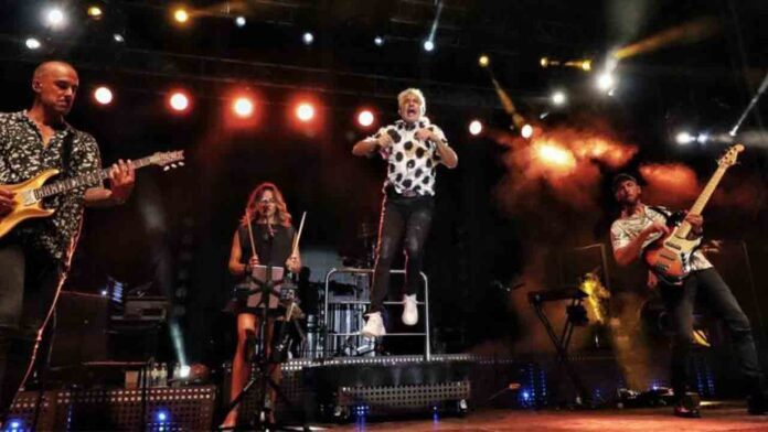 Paran un concierto de Sergio Dalma por animar al público a saltarse las normas
