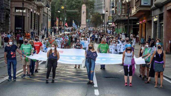 Protesta masiva en Bilbao contra la política de alienación