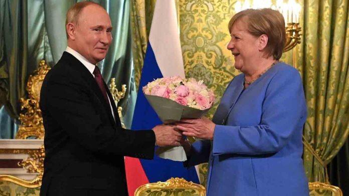 Putin: Hay que dejar de construir 'democracias' forzadas en otros países