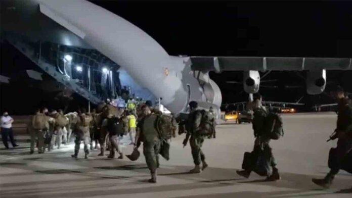 Sale el primer avión Zaragoza-Afganistán para repatriar al personal de la embajada