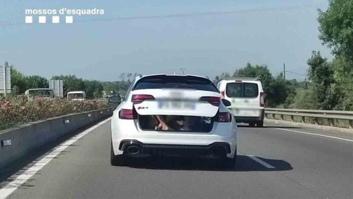 Un conductor francés circulaba con dos niños dentro del maletero