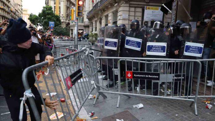 Disturbios en la Jefatura de Policía de Barcelona en la Diada